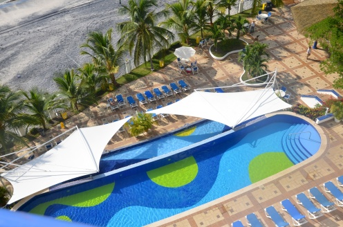 The downstairs pools, right next to the beach.